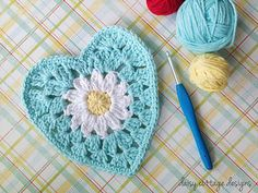 FREE CROCHET PATTERN - Lovely daisy heart you can use for a dishcloth, bunting, applique... or sew 2 together and make a coin purse... very nice.