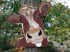 Koe nr 3 gemaakt van sloophout door Henri Wittenberg . Afmeting 60 x 60 cm .