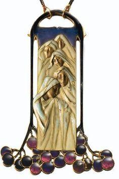 RENÉ LALIQUE. 1900-02 signed Enamel and Gold Pendant-Necklace. Sold: 82,350 EUR. sothebys.com
