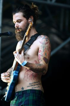 simon neil - Buscar con Google Simon Neil, Biffy Clyro, Long Hair Beard, Much Music, Famous Men, Hair And Beard Styles, Beautiful Creatures, Cool Bands, Rock And Roll