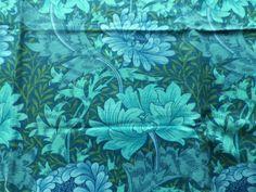 Vintage-Sanderson-William-Morris-Linen-Fabric-Blue-Green-Chrysanthemum