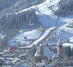 Reserve skiing holiday trip or summer vacation in the resort of Kitzbuhel. Kitzbühel tourist info to book your hotel or travel package. Places To Travel, Travel Destinations, Places To Visit, Wonderful Places, Beautiful Places, Backpacking Asia, Ski Holidays, Travel Around The World, Beautiful World