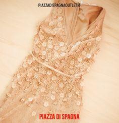#fiori #pizzi e #ricami per l'#abito di #ElisabettaFranchi