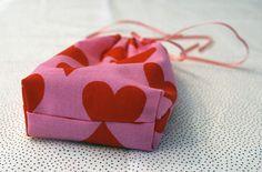 Cute gift bags - free DIY tutorial - Pickles