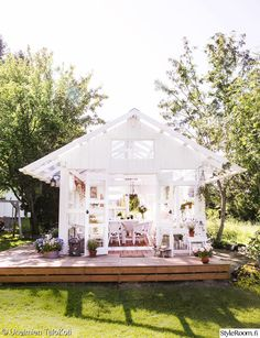 puutarha,kasvihuone,piha,terassi,lasiterassi Outdoor Garden Rooms, She Sheds, White Barn, Dream Garden, Gazebo, House Plans, Planters, Things To Come, Outdoor Structures