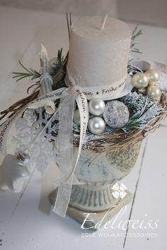 Diese wunderschönes Adventsdeko schmückt ihren Tisch oder ist eine schöne Geschenkidee. Das Adventsgesteck in Champangerton thront auf einen shabby chic Pokal einige schöne Dinge schmücken...