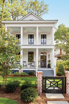 Super Exterior Paint Colours For House Cottage Southern Living Ideas Modern Farmhouse Exterior, Farmhouse Design, Farmhouse Decor, Farmhouse Landscaping, Style At Home, Future House, Southern Living House Plans, Coastal House Plans, Porch House Plans