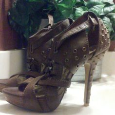 Fits a 9!!Brown spike shoes...only worn once.. Brown heels with spikes..only been worn once.no box Shoes