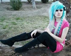Love the color and the coon tail.just don't think I could do my hair like this cut wise. Cute Scene Girls, Cute Emo Girls, Scene Kids, Goth Girls, Emo Haircuts, Emo Scene Hair, Rock Hairstyles, Alternative Fashion, Undercut