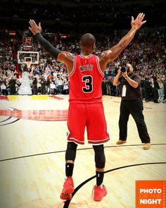 d4bef6b810d9 Dwyane Wade gets the appreciation from the Miami fans after leading the  Bulls to the road win in South Beach.