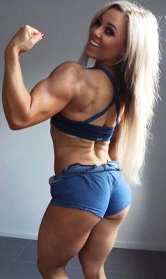 Fitnessmodel Stephanie Sanzo zeigt Muskeln