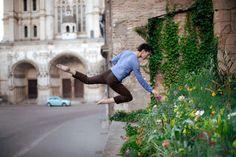 Autorretratos de fotógrafo levitando en su vida cotidiana | videografoto