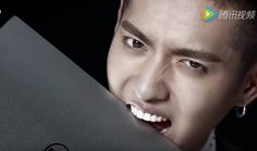 Kris takes big bite into laptop in new 'Dell' CF | http://www.allkpop.com/article/2016/03/kris-takes-big-bite-into-laptop-in-new-dell-cf