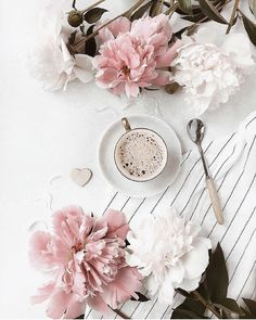 Coffee And Books, I Love Coffee, Coffee Break, Coffee Girl, Flat Lay Photography, Coffee Photography, Coffee Flower, Deco Rose, Jolie Photo