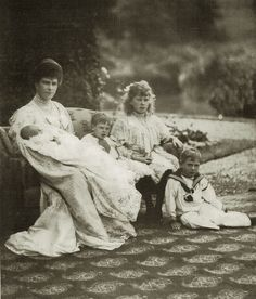 Pss Mary, duchess of York with newborn prince John, Prince George, Pss Royal Mary and Prince Albert (future King George VI)