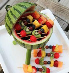 Ce que l'on préfère, lorsqu'il fait beau, c'est prendre le temps de déguster des fruits frais, juteux et rafraîchissants (avec une piña colada en prime, c'es...