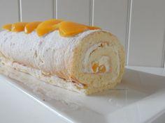 Perzikroll - liefdevoorbakken.nl Baking Recipes, Cake Recipes, Baking Ideas, Swiss Cake, Cold Cake, Easy Cake Decorating, Best Street Food, Cake & Co, Bread Cake