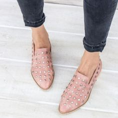 miracle miles - scotti studded low cut ankle boots but in grey Mode Shoes, Women's Shoes, Me Too Shoes, Shoe Boots, Blush Shoes, Shoes Sneakers, Flat Shoes Outfit, Big Shoes, Footwear Shoes