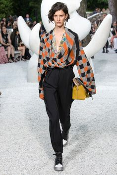 Louis Vuitton Resort 2019 French Riviera Collection - Vogue