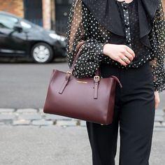 The Aura handbag in Bordeaux is made from genuine Italian Ruga leather. Available in Australia online at Avalina Leather.  #leatherhandbags #leatherhandbagsaustralia #tuscanyleatheraustralia #melbournefashion #sydneyfashion #brisbanefashion #adelaidefashion #leatheraccessories #madeinitaly #avalinaleather #fashion