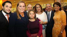 Santo Domingo.- El presidente de la República, Danilo Medina, y su esposa, Primera Dama Cándida Montilla de Medina, encabezaron el tradicional almuerzo de la Red Nacional de Servicios Comunitarios (RENASERC), en ocasión del Mes de la Familia. Es el séptimo encuentro que organiza RENASERC, desde que fue fundada en el 2000 por Antonio Vargas, y…