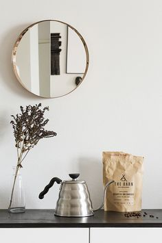 Hario Buono kettle 1,2 l. Photo by Anna Pirkola, from the blog d a d a a.: Neighbour love