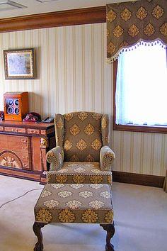 書斎のインテリア|クラシックなお部屋のインテリアコーディネイトならレノンさいたま店 Wingback Chair, Armchair, Accent Chairs, Furniture, Design, Home Decor, Sofa Chair, Upholstered Chairs, Single Sofa