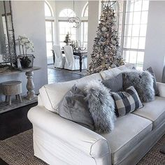 We just got back from getting our Christmas trees and I've got a while before they're up and we can start to decorate. In the meantime, I'm scrolling IG and getting last minute inspo ❤️ This photo stopped me in my neutral loving decor tracks!!!!!! No surprise to me (because I L❤️VE everything these 2 talented women do ), it belonged to none other than Sandi and Shalia of @thespoiledhome! I have to say that they are one of my absolute fave accounts here on IG, not only because of their ama...