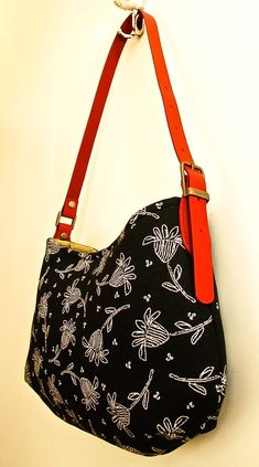 The Simply Stylish Handbag Handmade Purses, Handmade Handbags, Diy Sac, Fabric Bags, Fabric Basket, Handbag Patterns, Big Bags, Tote Purse, Tote Bags