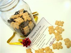 S'Mores in a Jar.Holiday Gifts: 8 Homemade Gifts in a Jar (with free printable gift tags) Diy Gifts In A Jar, Easy Diy Gifts, Mason Jar Gifts, Homemade Gifts, Mason Jars, Gift Jars, Homemade Food, Diy Food, Kids Gifts