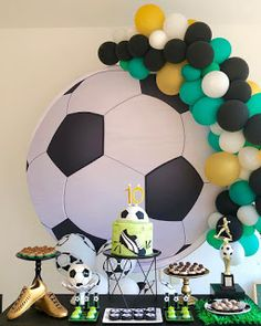 Soccer Birthday Cakes, 2nd Birthday Party For Boys, 18th Birthday Party Themes, Sports Themed Birthday Party, Football Birthday, Soccer Party, Diy Birthday Gifts For Friends, Football Themes, Birthday Centerpieces