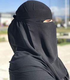 Niqab Fashion, Face Veil, Hijab Niqab, Beautiful Hijab, Pretty Eyes, World Cultures, World Of Fashion, Elegant, Womens Fashion
