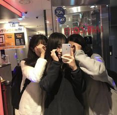 Discover recipes, home ideas, style inspiration and other ideas to try. Couple Ulzzang, Ulzzang Korean Girl, Best Friend Pictures, Friend Photos, Bffs, Bestfriends, Best Friend Cases, Korean Best Friends, Girl Friendship
