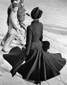 Renee the new look, Paris 1947. Robert Doisneau