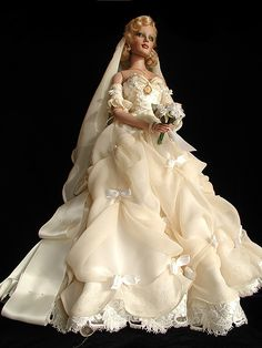 BEAUTIFUL BLONDE BRIDES DOLL WITH CAMEO NECKLACE! By: MAGIC MOMENTS