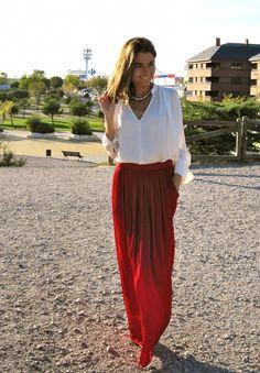 Fashion and Style Blog / Blog de Moda . Post: Long Red Skirt / Falda Larga y Roja See more/ Más fotos en : http://www.ohmylooks.com/?p=4504 by Silvia García Blanco