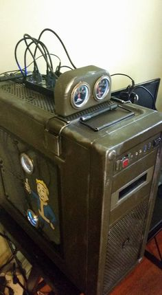 This guy built a computer in anticipation for Fallout 4 Fallout Mods, Fallout Game, Fallout New Vegas, Computer Build, Computer Case, Gaming Computer, Windows 10, Gamers Anime, Gaming Station