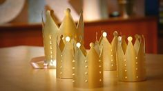 Quarto de menina: como fazer coroas de princesa com garrafas PET