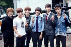 SHINee visits Minho and f(x)'s Sulli on the set of 'To the Beautiful You'