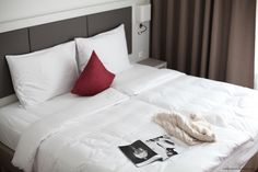 The best rooms to stay and the best beds zu sleep in :-) ZEITGEIST VIENNA © VIENNA WEDEKIND Vienna Hotel, Cool Beds, Cool Rooms, Perfect Place, Bed Pillows, Pillow Cases, Gay, How Are You Feeling, Sleep