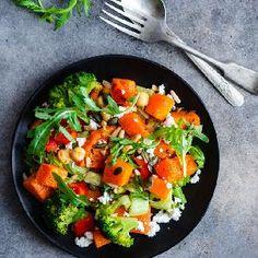 Oszczędne dania obiadowe - 19 pomysłów na tanie i smaczne obiady dla zaradnych - Beszamel.se.pl Kefir, Thai Red Curry, Lunch, Ethnic Recipes, Food, Eat Lunch, Essen, Meals, Lunches