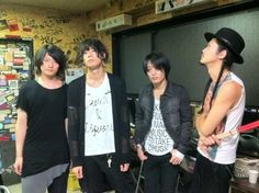 [Champagne]2013/10/8 「We Don't Learn Anything Tour」12本目、熊谷HEAVEN'S ROCK。あと10分で開演。ライヴ前の4人