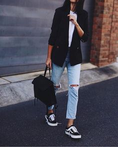 Athleisure 2017: Knee hole jeans, throwback sneakers, oversized sweater (@the_newyork_style)