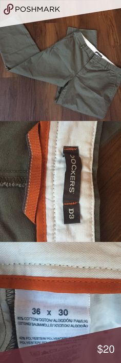 Men's Dockers D3 Like new! Olive gray in color 🌼🌼 Dockers D3 Pants Chinos & Khakis