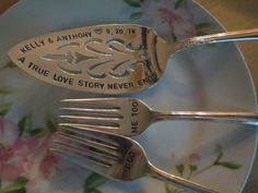 Etsy listing at https://www.etsy.com/listing/188337030/vintage-custom-silverplate-cake-server