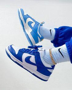 Les Dunk sont disponibles sur notre site kikikickz.com Kikikickz vous propose une réduction de -15€ grâce au code : PINTEREST15 All Nike Shoes, Dr Shoes, Swag Shoes, White Nike Shoes, Hype Shoes, Blue Sneakers, Casual Sneakers, Shoes Sneakers, Sneakers Fashion