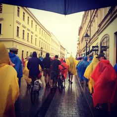 Deszcz im nie straszny. W drodze na Błonia. #krakow #śdm2016 #wyd2016 #krakow2016 #deszcz #rain #youth #power