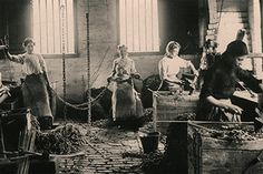 Pinned from www.midlandspubs.co.uk Women chain makers in the black country