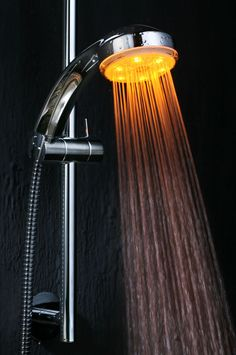 A0000018   LED Wechselfarben Duschkopf. Produkt Eigenschaften: Led Lichter  Werden