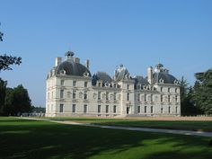 Château de Cheverny - Castle - Cheverny | Tourist Office Blois Chambord - Loire Valley Roof Styles, House Styles, Loire Valley, Famous Monuments, In His Time, Chambord, 17th Century, Blois, Luxury Mansions